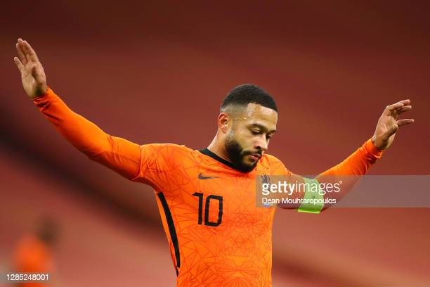 Memphis Depay of Netherlands reacts to a missed chance on goal during the international friendly match between Netherlands and Spain at Johan Cruijff...