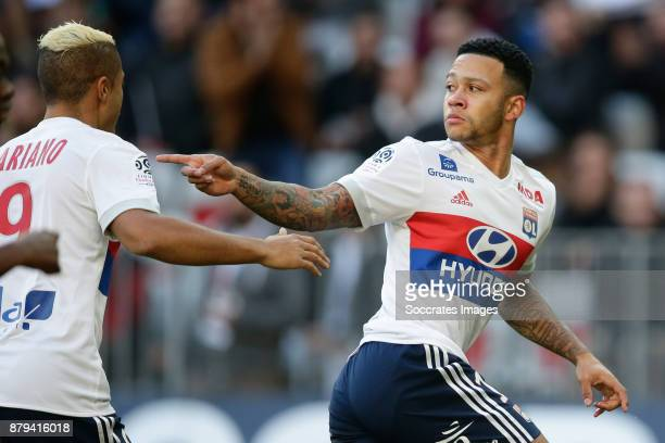 Memphis Depay of Olympique Lyon celebrates 01 during the French League 1 match between Nice v Olympique Lyon at the Allianz Riviera on November 26...