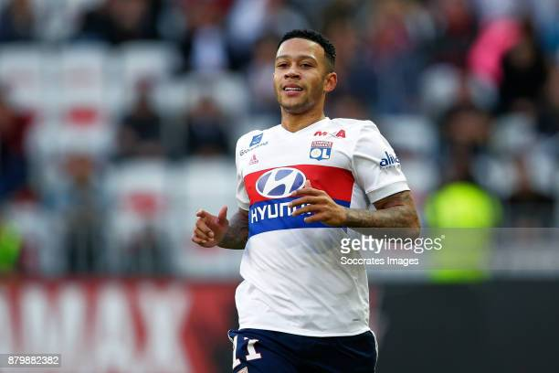Memphis Depay of Olympique Lyon during the French League 1 match between Nice v Olympique Lyon at the Allianz Riviera on November 26 2017 in Nice...