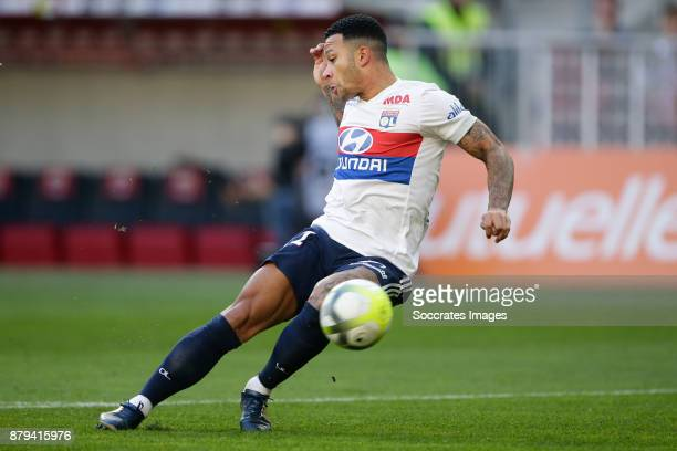 Memphis Depay of Olympique Lyon scores the first goal to make it 01 during the French League 1 match between Nice v Olympique Lyon at the Allianz...