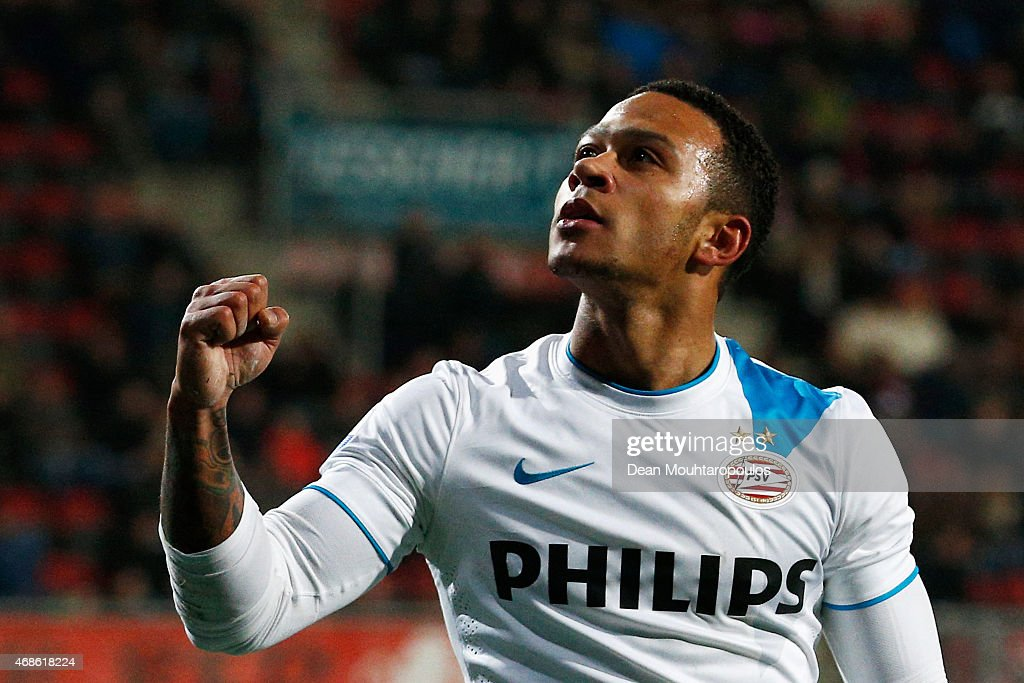Memphis Depay of PSV celebrates after he scores the fifth goal of the game for his team during the Dutch Eredivisie match between FC Twente and PSV Eindhoven held at De Grolsch Veste Stadium on April 4, 2015 in Enschede, Netherlands.