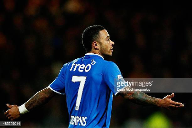 Memphis Depay of PSV in action during the Dutch Eredivisie match between Go Ahead Eagles and PSV Eindhoven held at the De Adelaarshorst Stadium on...