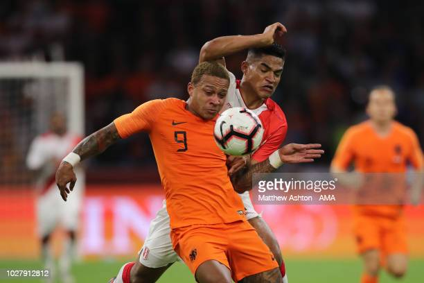 Memphis Depay of The Netherlands / Holland and Anderson Santamaria of Peru during the International Friendly match between Netherlands v Peru on...