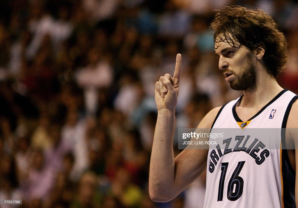 NBA Memphis Grizzlies' Pau Gasol gesture : News Photo