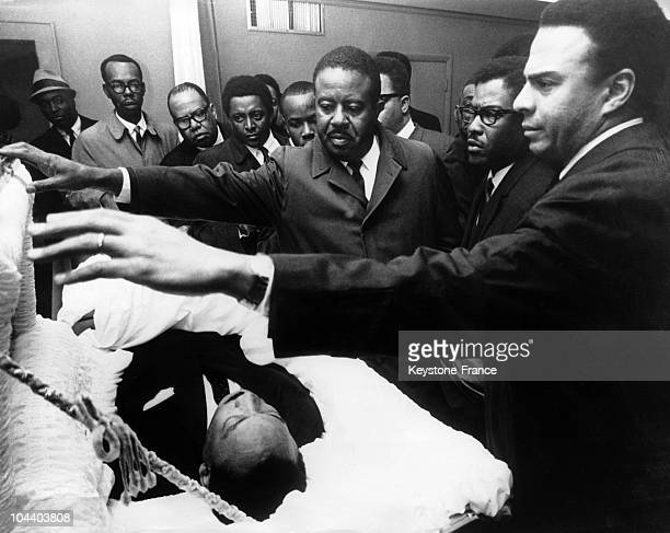 Memphis Tennessee USA The body of Martin Luther KING Jr who has just been assassinated The body is surrounded by African American leaders who are...