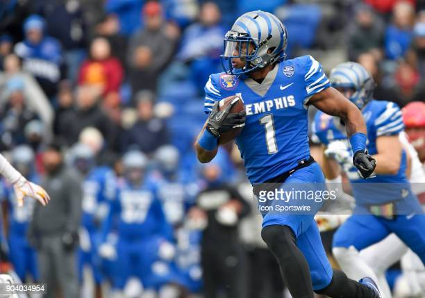 Memphis Tigers running back Tony Pollard returns a kickoff during the second quarter of a NCAA college football game against the Iowa State Cyclones...