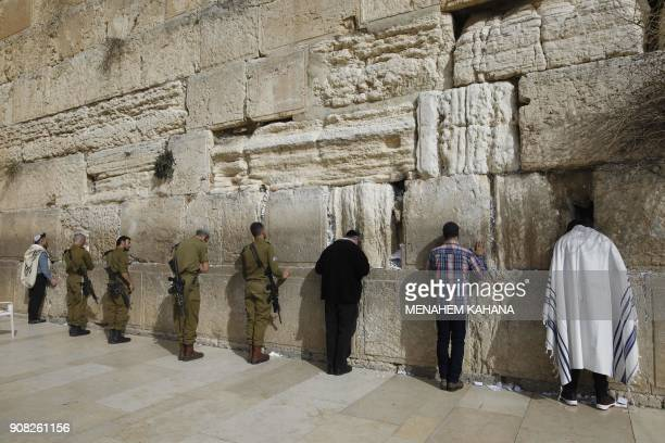 TOPSHOT Men and soldiers pray at the Western Wall in Jerusalem's Old City on January 21 2018 / AFP PHOTO / MENAHEM KAHANA