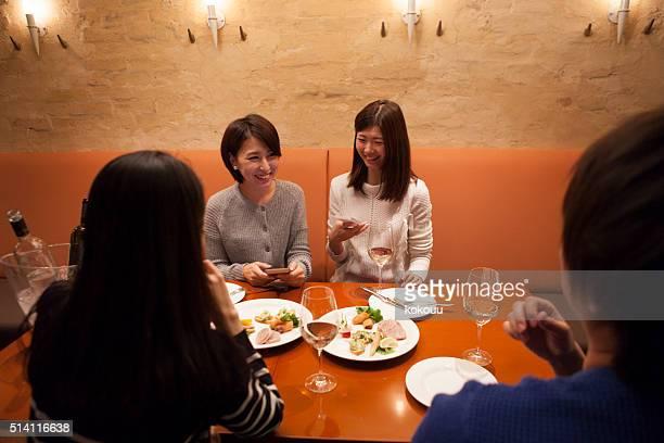男性と女性でのお食事をお楽しみいただける「レストラン」