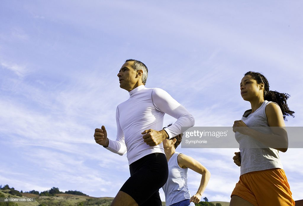 Men and women jogging, low angel view : Stockfoto