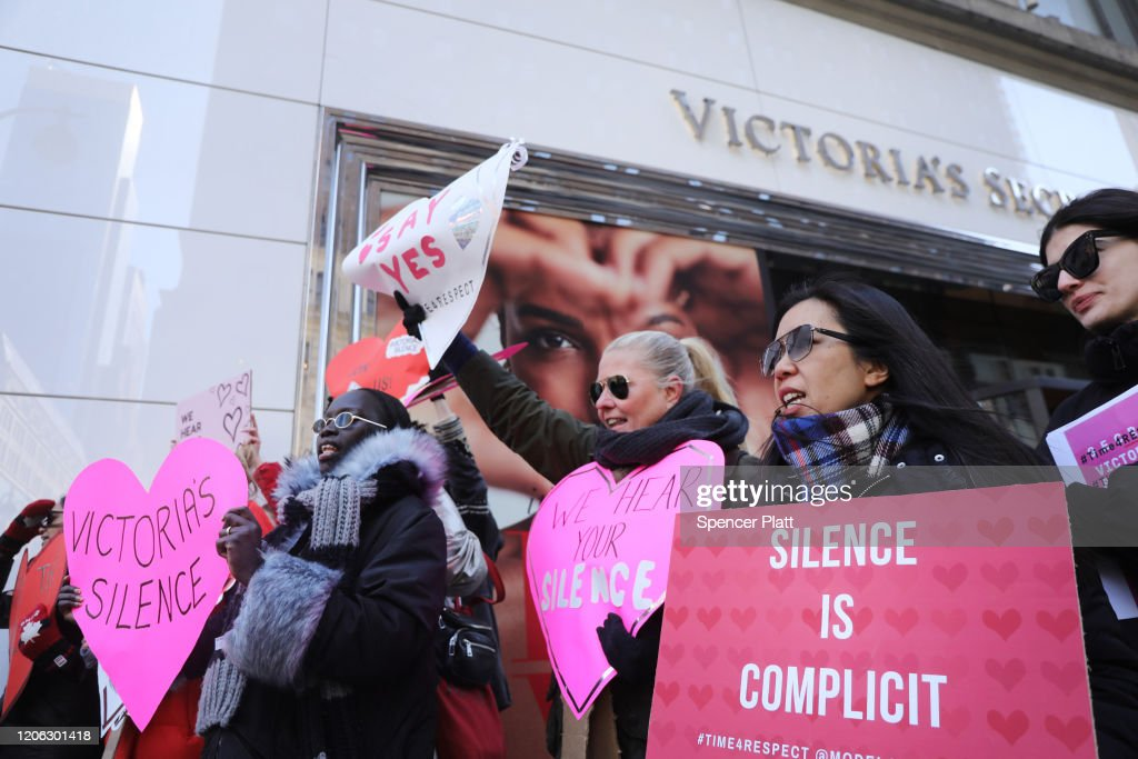 Activists Demonstrate Against Victoria's Secret Over Allegations Of Sexual Harassment By Top Executives : Nieuwsfoto's