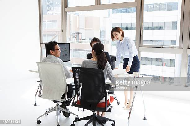 男性と女性のミーティング