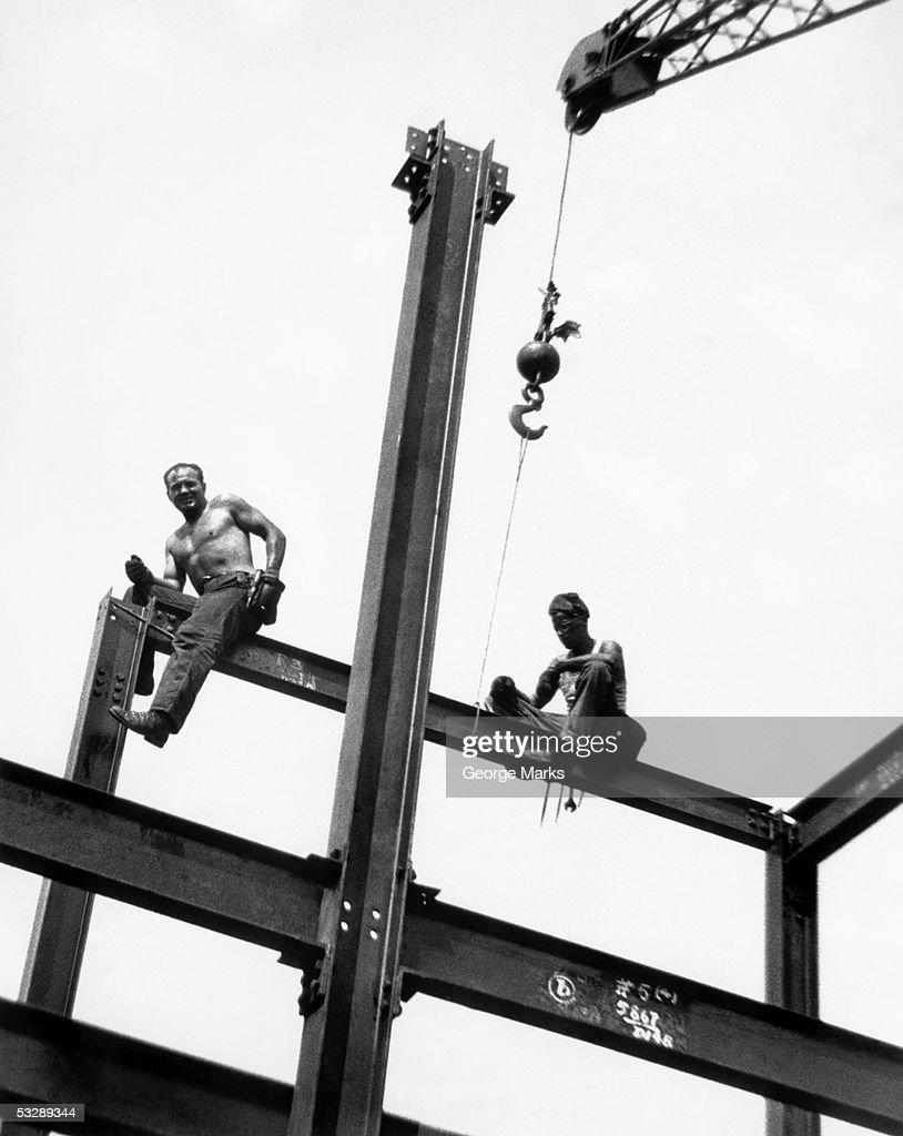 Men at construction site : Bildbanksbilder
