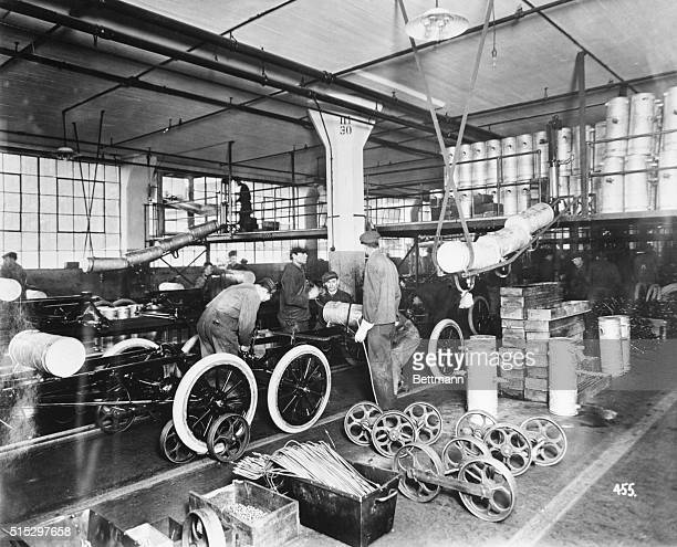 Men at work at the Ford Motor Co Undated b/w photograph