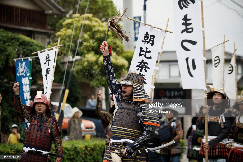 Men dressed in samurai warrior armour chants slogans during... : News Photo