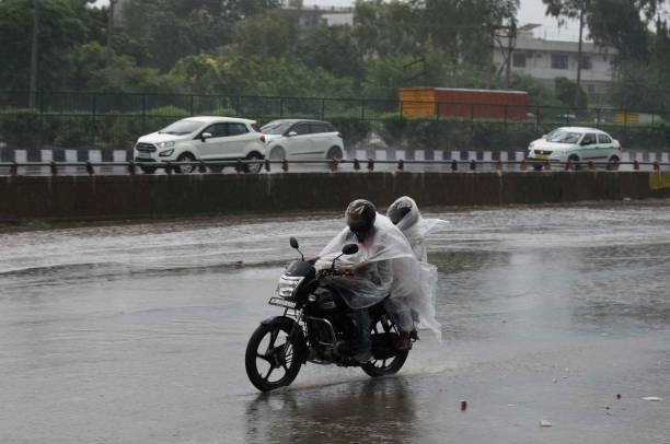IND: Heavy Rains Along With Thunderstorm Lash Delhi-NCR