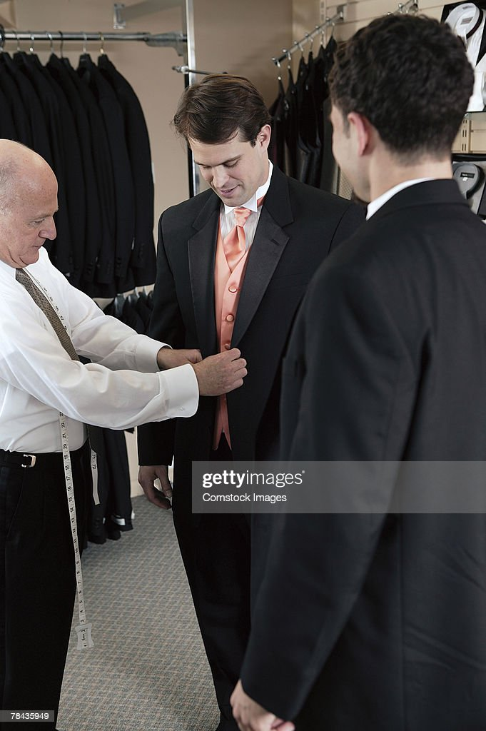 Men fitted for tuxedos : Stockfoto