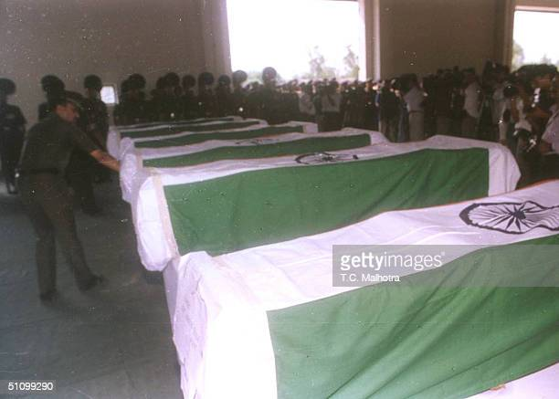 Men From The Indian Army Pay Their Respects To The Six Soldiers Who Were Killed By Pakistani Guerrilla Forces In New Delhi On June 11 1999 India Has...