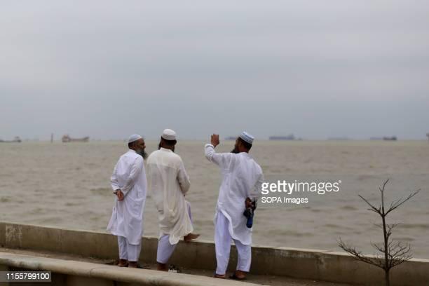 BEACH CHITTAGONG BANGLADESH Men having a chat at Patenga sea beach in Chittagong Bangladesh Patenga is a sea beach located 14 kilometres south of the...