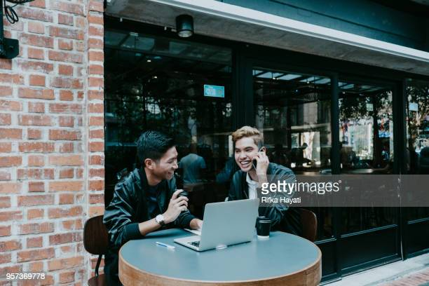 men having business to customer style with phone call - rifka hayati stock pictures, royalty-free photos & images