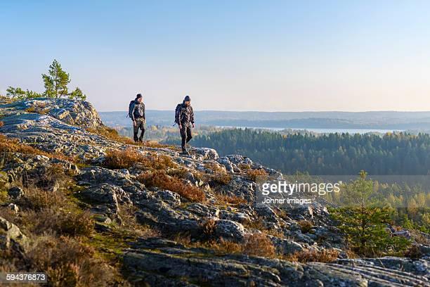 men hiking - dalsland - fotografias e filmes do acervo