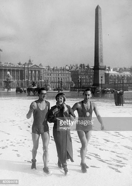Men in bading suits at the Place de la Concorde in winter Photograph France Around 1935 [Eine unerwartete Sensation Zwei Mnner in Badebekleidung und...