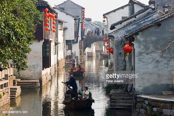 men in boats - china oriental - fotografias e filmes do acervo