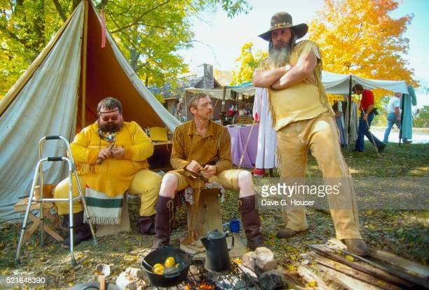 men in buckskin clothing - men stockfoto's en -beelden