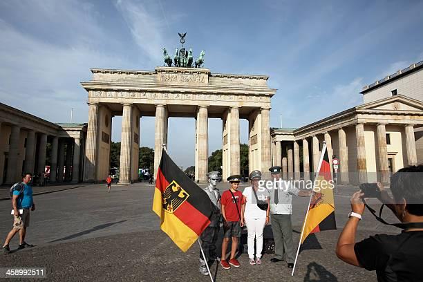 Hommes dans d'anciens uniformes Allemagne de l'est et de l'Ouest