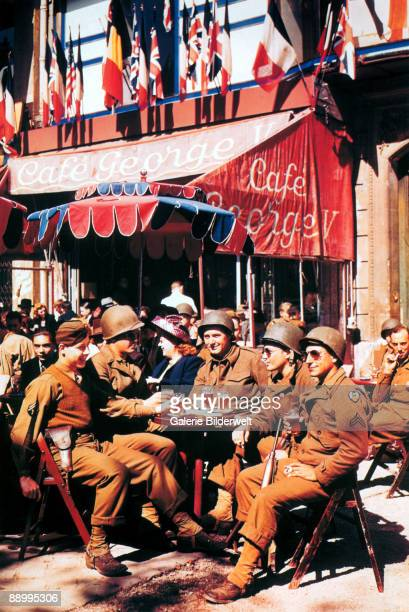 Men of US 9th Air Force enjoy a glass of beer at the Cafe George V on the Champs Elysees after the liberation of Paris in August 1944