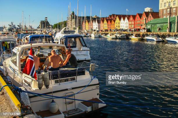 men on boat in bergen, norway - men stockfoto's en -beelden
