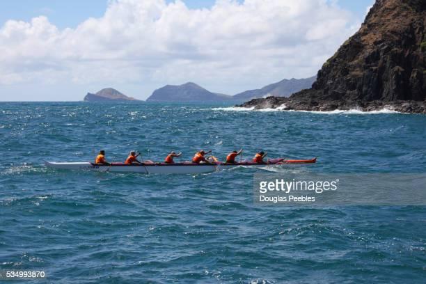men paddling canoe - only men stockfoto's en -beelden