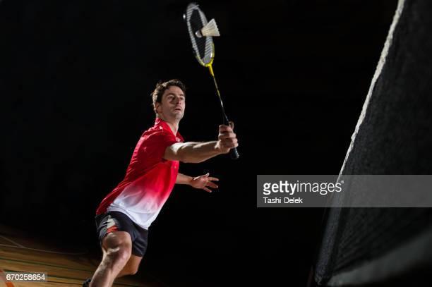 バドミントンをする男性 - スポーツ バドミントン ストックフォトと画像