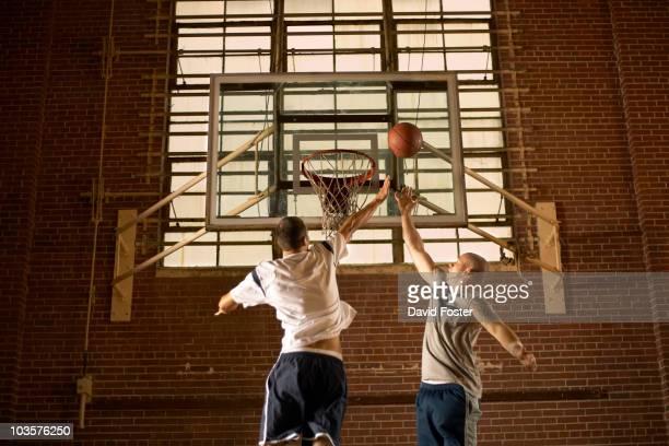 men playing basketball - デイフェンス ストックフォトと画像