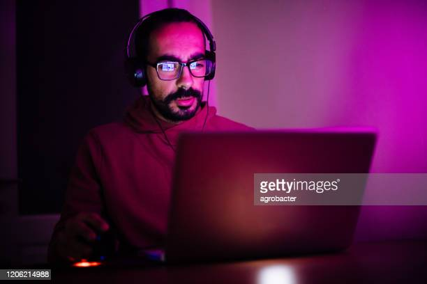 men playing video games - live streaming stock pictures, royalty-free photos & images