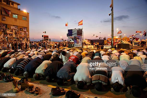 Men pray during prayer at the Revolution Square May 30 2011 in Benghazi Libya The rebels supported by NATO force continue to fight against Col...