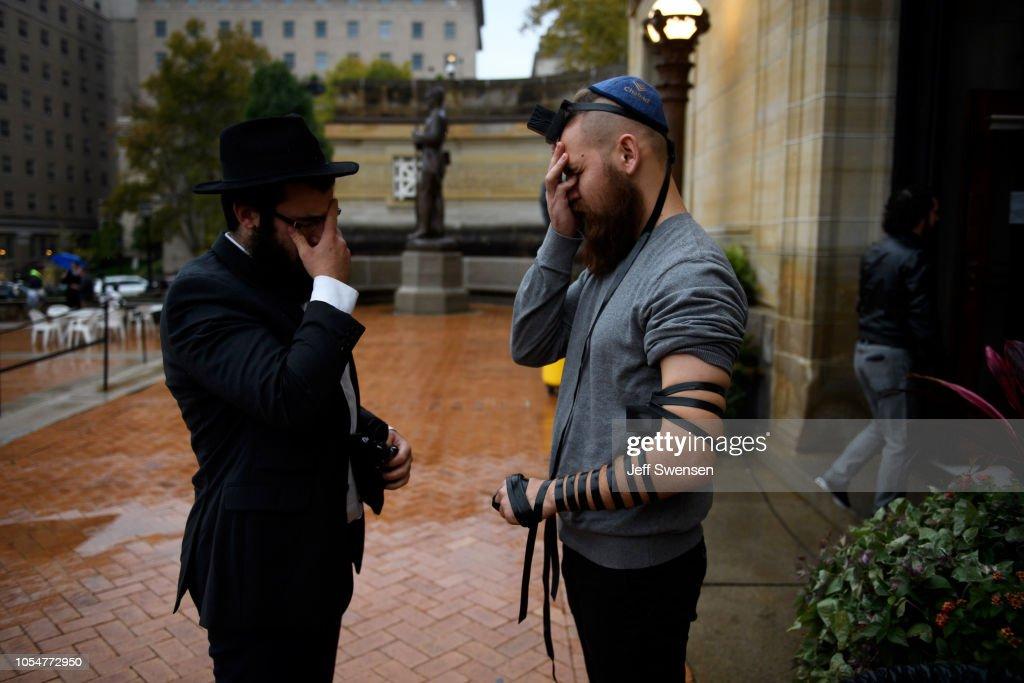 Pittsburgh Mourns Mass Shooting At Synagogue Saturday Morning : News Photo