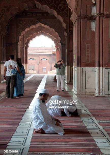 men praying in temple - only men stockfoto's en -beelden