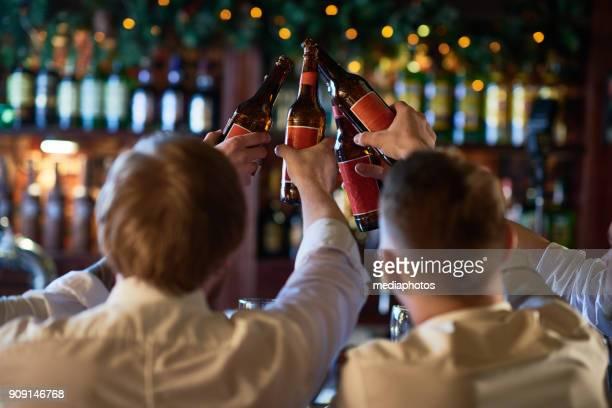 Männer bevorzugen Flaschenbier