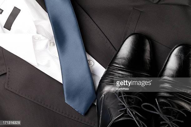 herren schuhe und suit - schwarze schuhe stock-fotos und bilder