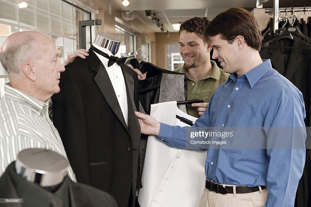 Men shopping for tuxedos : Stockfoto
