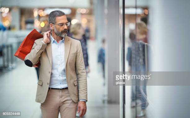 men shopping. - gift shop stock pictures, royalty-free photos & images