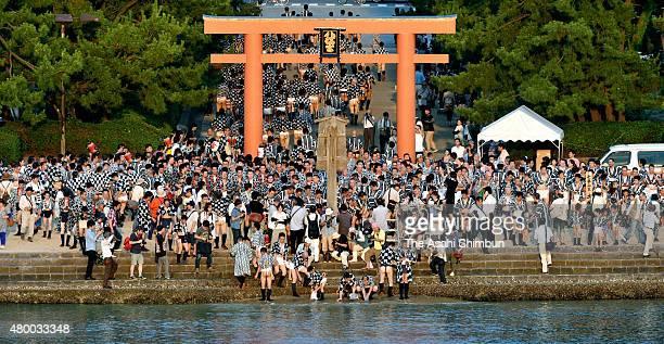 Men take sand to bamboo basket at the 'Oshioitori' taking sea sands ritual at Hakozakigu Shrine as a part of the Hakata Gion Yamakasa at Hakozakigu...