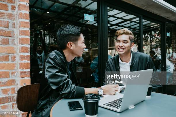 men talking about success and ideas - rifka hayati stock pictures, royalty-free photos & images