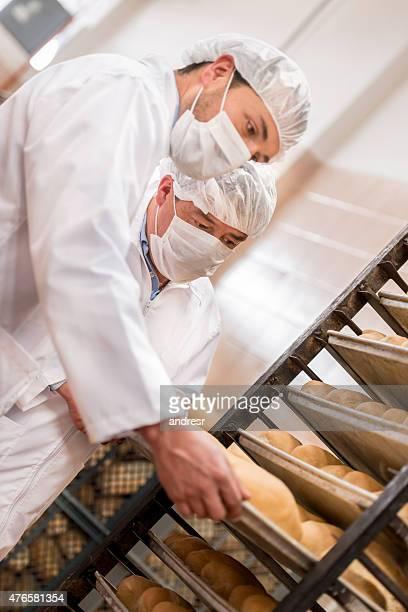 男性の工場で働く料理 - 食料倉庫 ストックフォトと画像