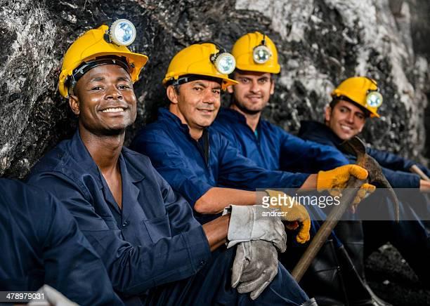Personal trabajando en una mina