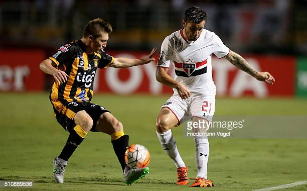 Mena of Sao Paulo fights for the ball with Alejandro Chumacero of The Strongest during a match between Sao Paulo v The Strongest as part of Group 1...
