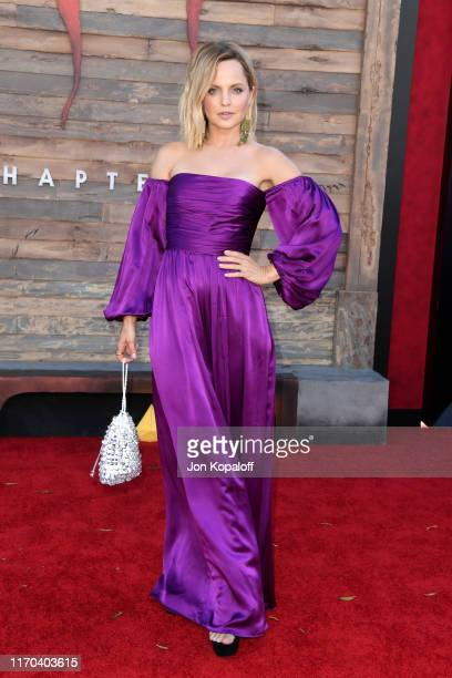 """Mena Suvari attends the Premiere of Warner Bros. Pictures' """"It Chapter Two"""" at Regency Village Theatre on August 26, 2019 in Westwood, California."""