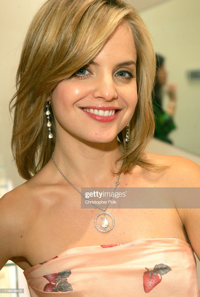 Mena Suvari during Suzanne Felsen Cocktail Party and Store Opening Hosted by Mena Suvari - November 16, 2005 at 8332 Melrose Ave in Los Angeles, California, United States.
