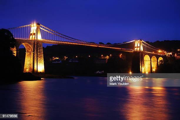 menai bridge - ponte sospeso di menai foto e immagini stock