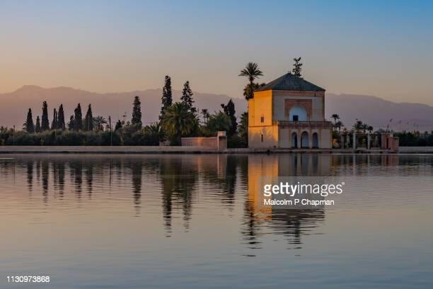 menara gardens pavillion, at sunrise, marrakech, morocco - marrakesh stock pictures, royalty-free photos & images